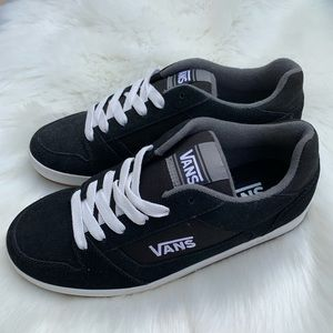 NEW Vans Classic Black And White Mens Size 9
